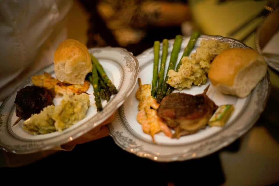 dinner_plates_waiter